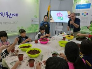 Matthew J Wichrowski MSW HTR, Senior Horticultural Therapist, Clinical Assistant Professor, Rusk Rehabilitation NYU Langone Medical Center, engaged in horticultural therapy demonstration with school group at Jangheung International Integrative Medicine expo October, 2016 (Photo: Courtesy of Emily Shun, Hong Kong Association of Therapeutic Horticulture)